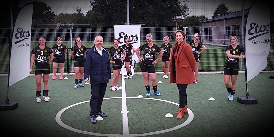 Ondertekening sponsorcontract Etos volleybal dames 1
